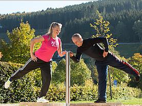 Gleichgewicht ist gefragt, bei den Balancierübungen im Freien