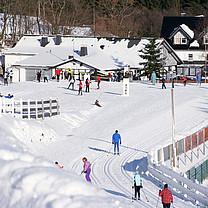 Snow Park mit Blick auf die Skihütte Westfeld